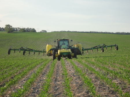 Side-dress-bars are used for liquid fertilizer application.