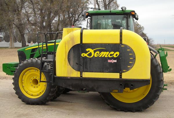 Zoske's sells Demco Side Quest Tanks